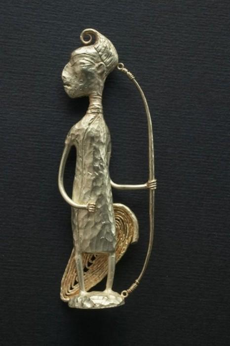 79268010_Lituye_skulpturuy_ot_Dashi_Namdakova_66