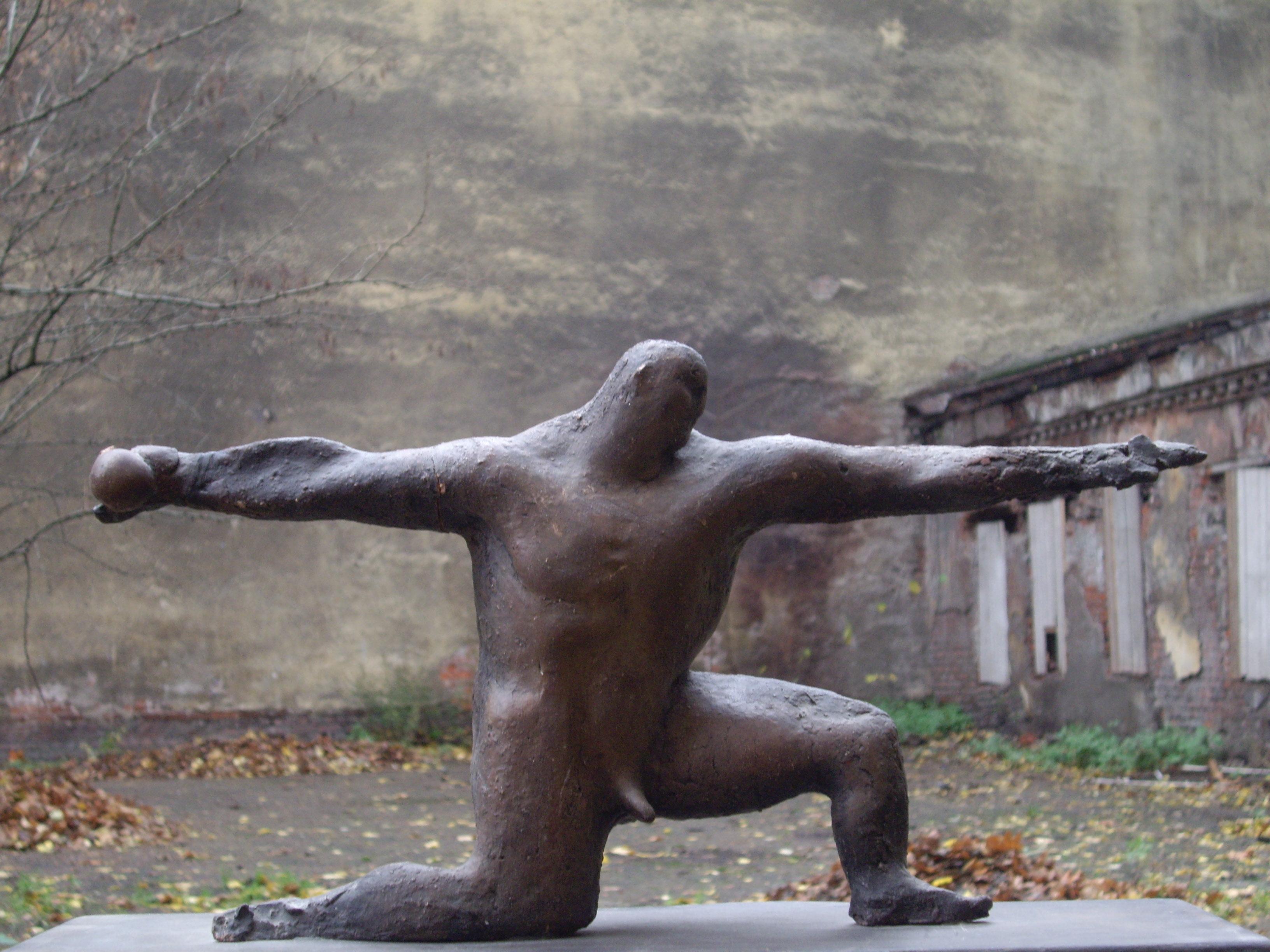 современная скульптура россии фото кирпич