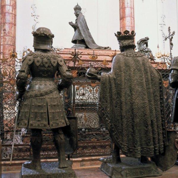 Grabdenkmal fьr Kaiser Maximilian I.