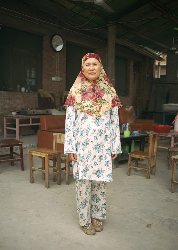 China / Henan Province / Luoyang / Mapo village / 24.6.2013 / Ding Xiangzhen, the Imam's daughter and Lan's aunt, poses for a portrait in the yard of her house, where she organizes a Koranic school during the summer.© Giulia Marchi