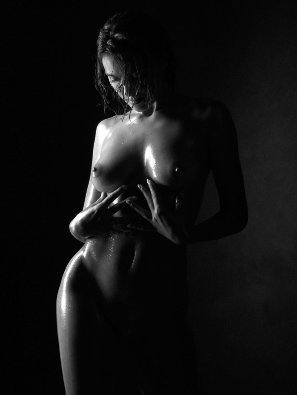 чёрно-белые эротические фото девушек