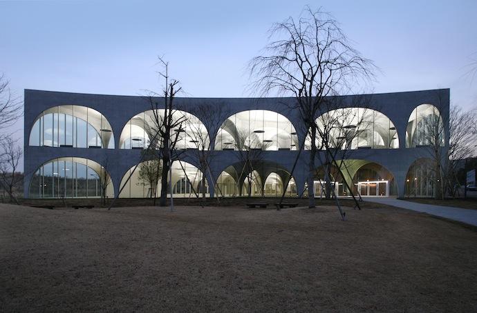 Библиотека Университета искусств Тама, Токио, Япония. (2004-2007)