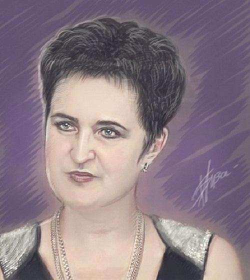 Drawing-from-a-fan-of-Elena