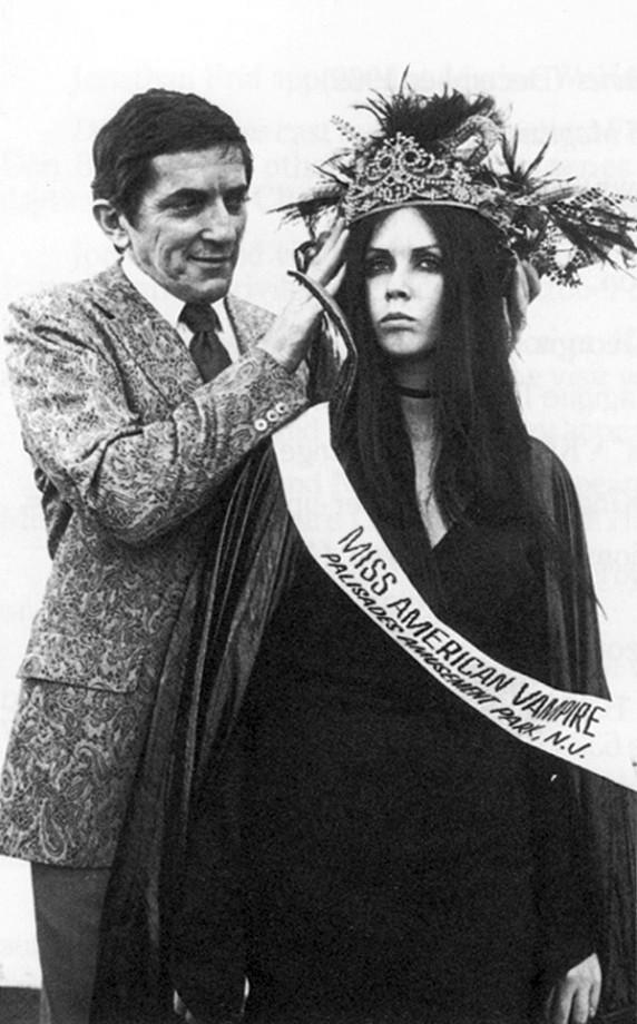 12-miss-american-vampire-572x920.jpg