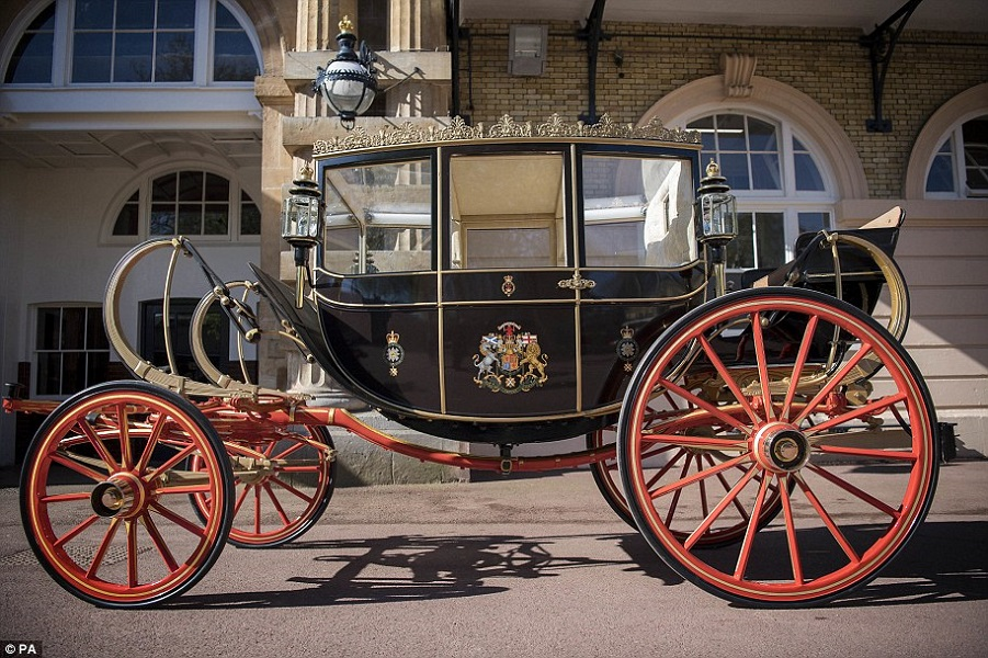4BC31ECE00000578-5681877-The_Scottish_State_Coach_is_pictured_Kensington_Palace_said_the_-a-35_1525270815784.jpg
