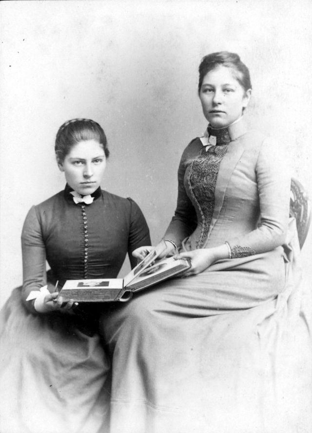 Victorian Women in the 19th Century (2).jpg