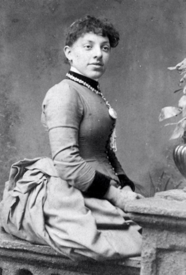 Victorian Women in the 19th Century (4).jpg