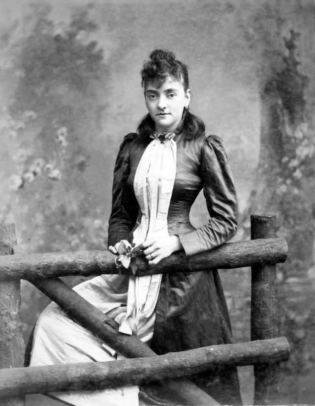 Victorian Women in the 19th Century (7).jpg