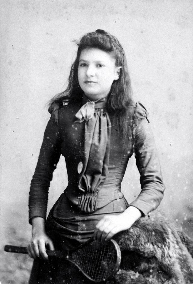 Victorian Women in the 19th Century (9).jpg