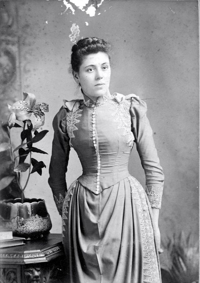 Victorian Women in the 19th Century (10).jpg