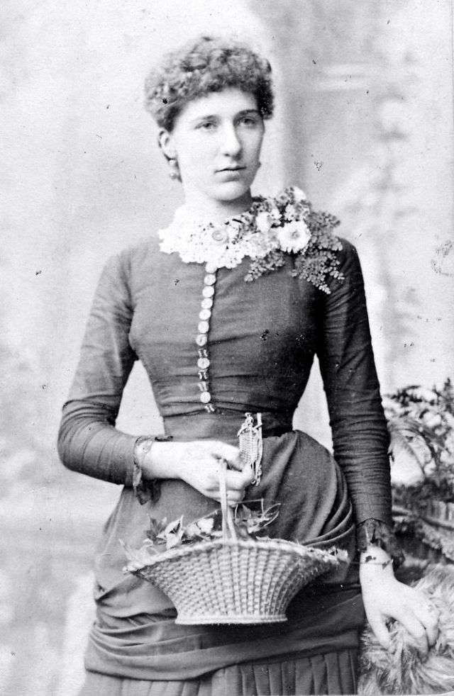 Victorian Women in the 19th Century (11).jpg
