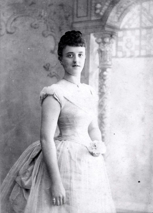 Victorian Women in the 19th Century (12).jpg