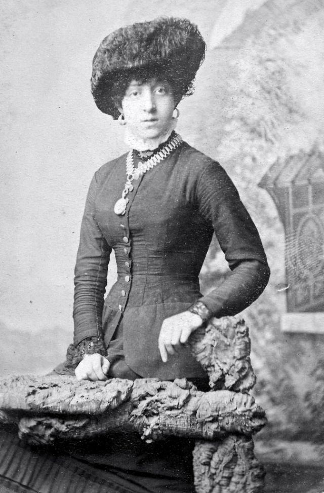 Victorian Women in the 19th Century (14).jpg