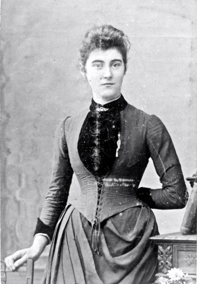 Victorian Women in the 19th Century (16).jpg