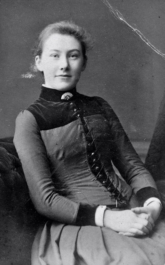 Victorian Women in the 19th Century (20).jpg