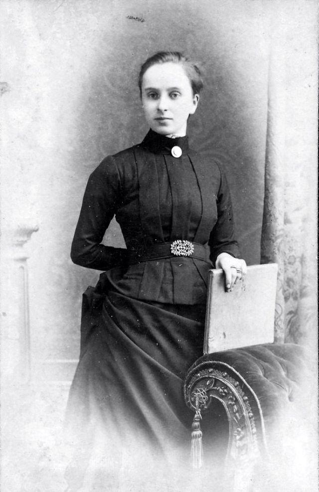 Victorian Women in the 19th Century (23).jpg
