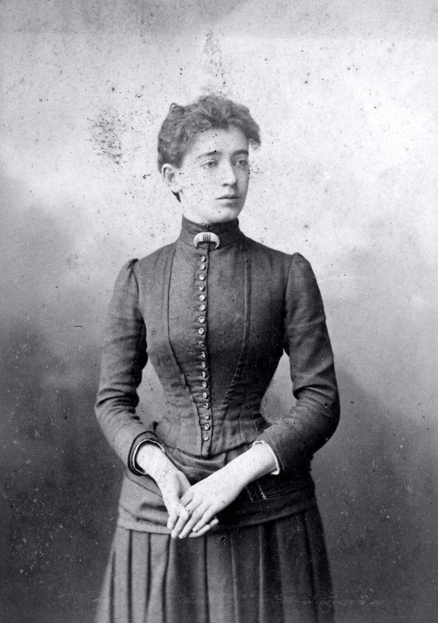 Victorian Women in the 19th Century (25).jpg