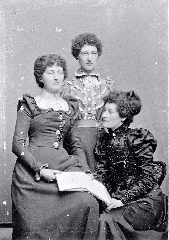 Victorian Women in the 19th Century (30).jpg