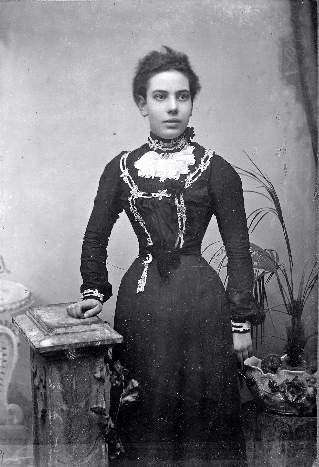 Victorian Women in the 19th Century (37).jpg