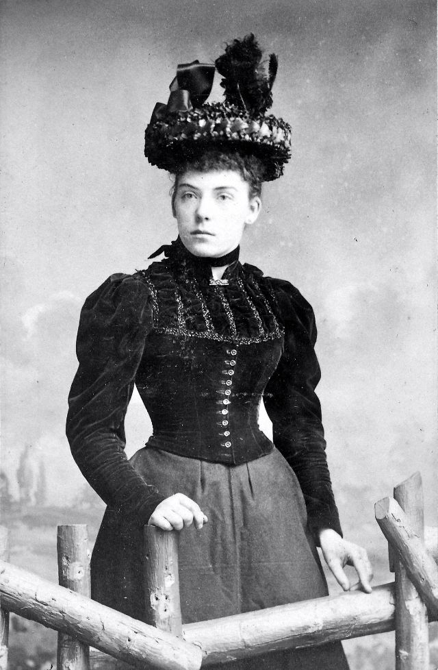 Victorian Women in the 19th Century (40).jpg