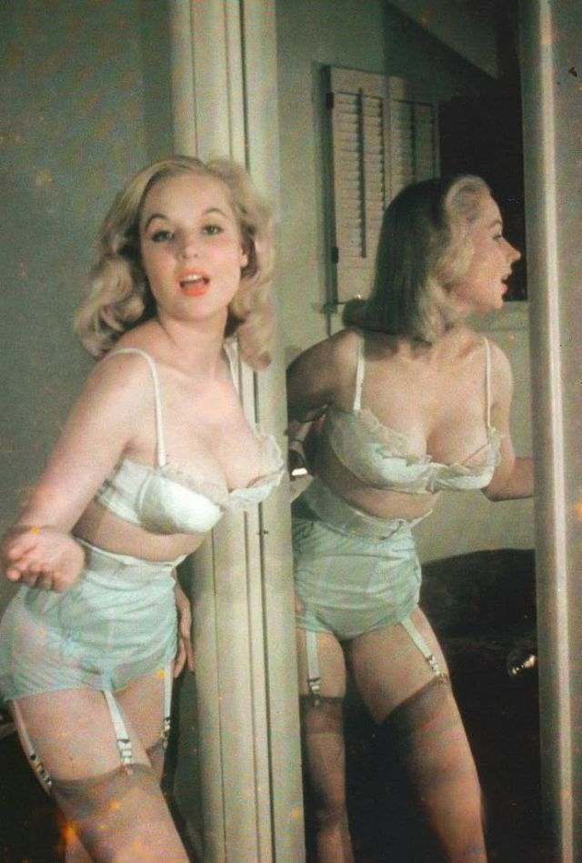 Betty Brosmer in the 1950s (2).jpg