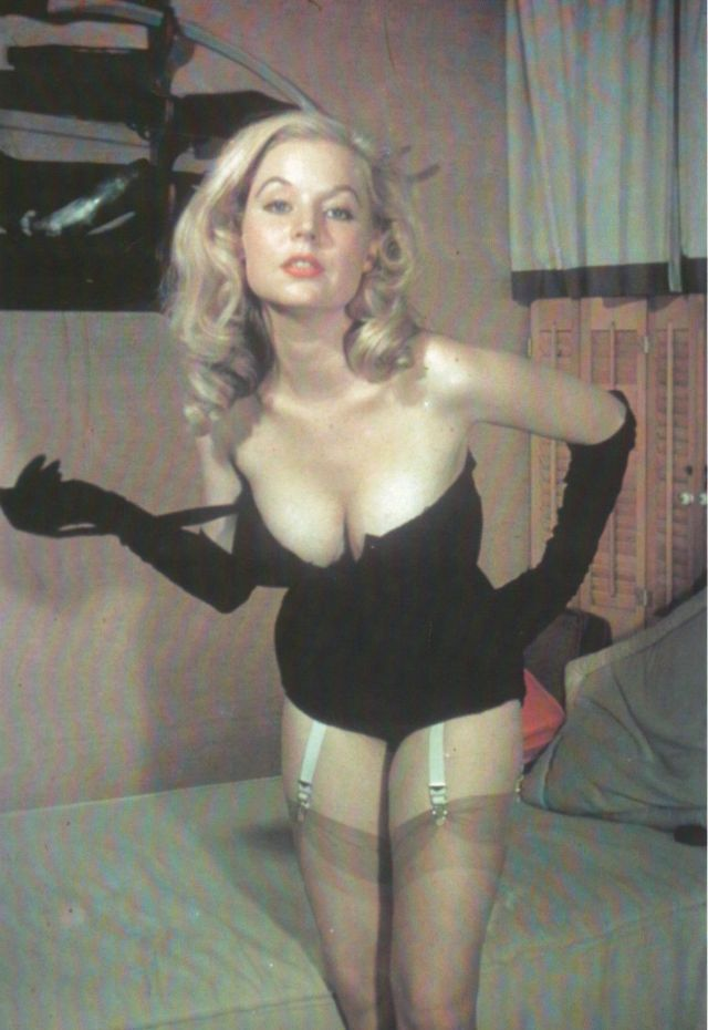 Betty Brosmer in the 1950s (19).jpg