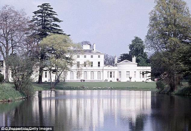 4C52E75000000578-5748627-Frogmore_House_a_17th_century_English_country_house_stands_in_th-a-8_1526772444538.jpg