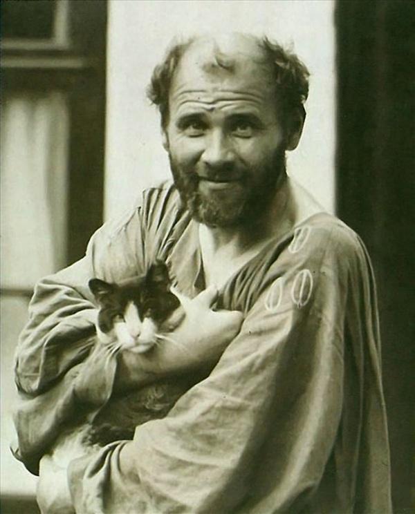 Густав Климт со своим питомцем Катце