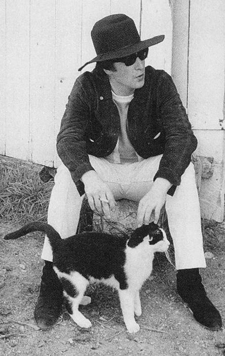 Джон Леннон и кот