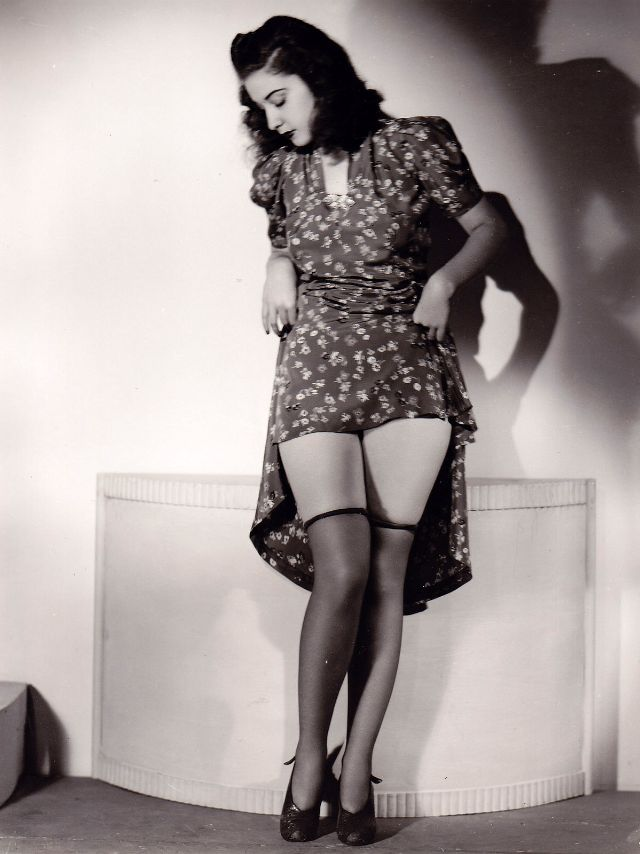Pin-Up Girls of the 1940s (15).jpg