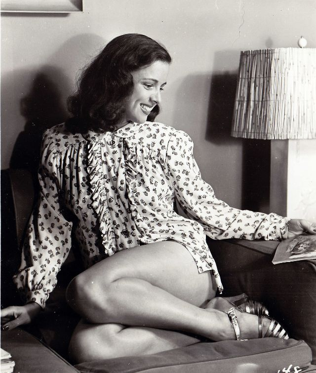 Pin-Up Girls of the 1940s (22).jpg