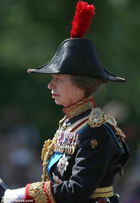 4D13A60100000578-5823993-Princess_Anne_cuts_a_stern_figure_draped_in_full_ceremonial_rega-a-253_1528560483631.jpg