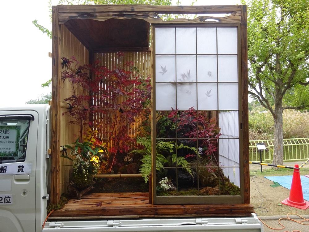 Японский конкурс мини – сада: новый жанр в области ландшафтного дизайна Японии, Truck, легко, несколько, грузовика, использования, Помимо, кузов, превращают, часов, затем, ограничений, минигрузовиках, своих, место, прибывают, озеленению, подрядчики, Многочисленные, очень