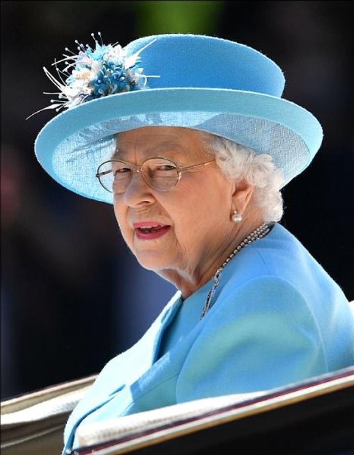Королевский поезд выходит из депо. И повезет Меган поезда, поезд, более, поезде, когда, принца, намного, Меган, Великобритании, кроватью, расцвете, небольшим, после, королевского, королева, может, фотографии, снимке, одном, время