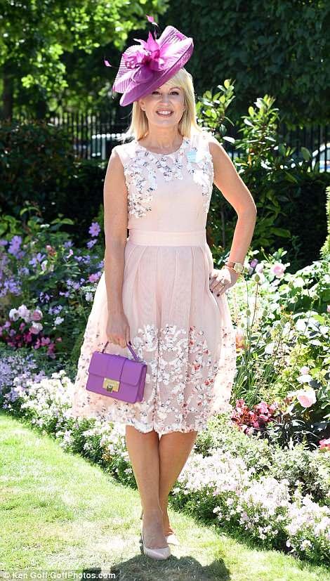 4D84358A00000578-5873757-Presenter_Nikki_Chapman_looked_pretty_in_a_blush_dress_teamed_wi-a-106_1529666822086.jpg