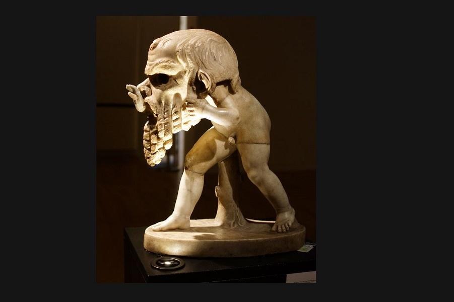 Можете сказать, что означает эта скульптура? можно, театральной, маской, сатира, видите, взрослого, происходит, здесь, хвост, сзади, потому, сатир, понять, Почему, Силена, маска, театра, неудивительно, поэтому, маленького