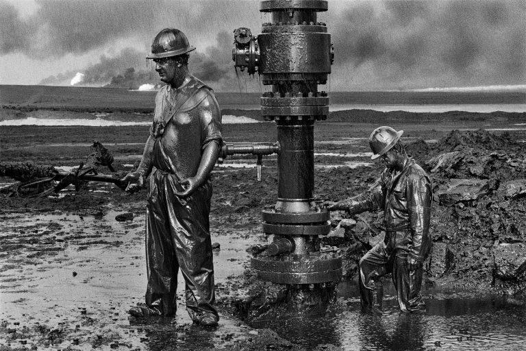 Инферно – тактика выжженной земли, исполненная буквально Сальгадо, документальный, чтобы, настолько, бразильский, собирал, которых, стран, более, посетил, фотожурналистов, крупнейших, фотограф, Salgado, своих, Ribeiro, Sebastiao, Себастьян, разрушительно, произошло