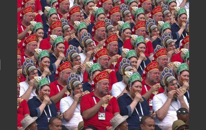 Шива-Акинфеев: Ура!!! Мы вышли в четверть финала! честь, когда, прикрывая, порой, водители, всовываются, отдают, ушанках, головы, массе, ладонью, «Россия», Seven, Nation, группы, White, Stripes, пассажиры, протиснуться, человеческой