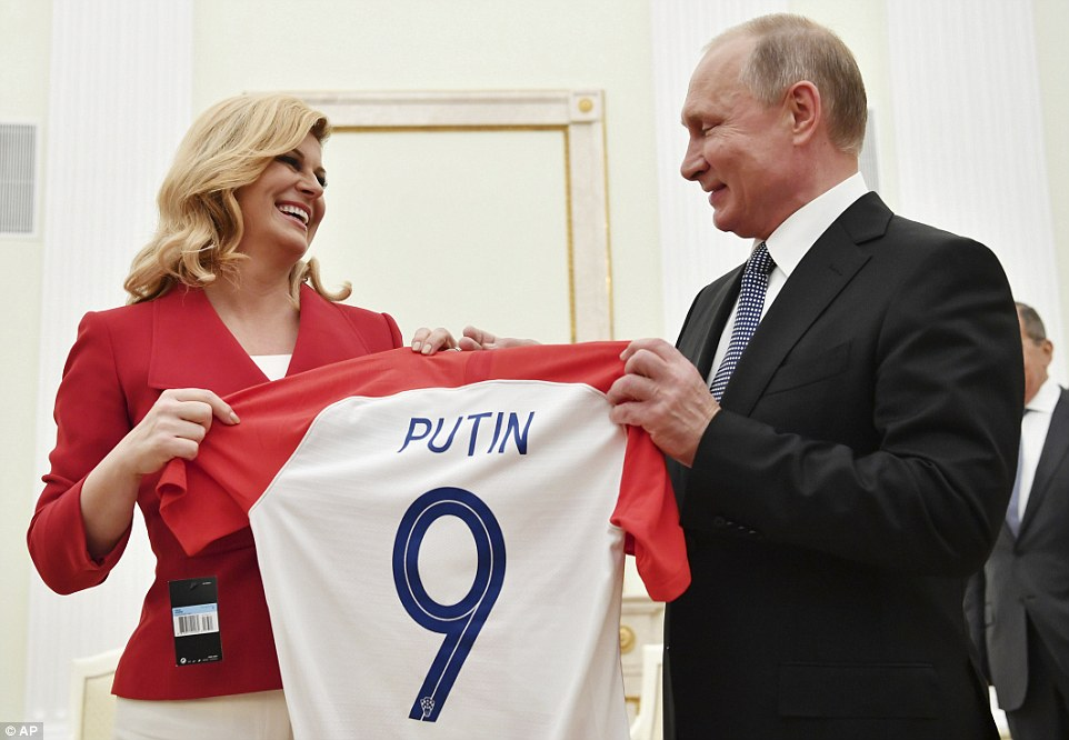 4E46228800000578-5955603-Croatian_President_Kolinda_Grabar_Kitarovic_gave_her_Russian_cou-a-102_1531661073278.jpg