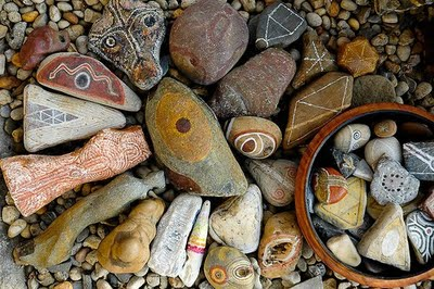 Jos van Wunnik stones decorated with symbols