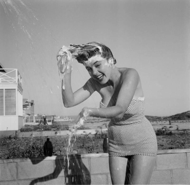 shampoo-on-beach.jpg
