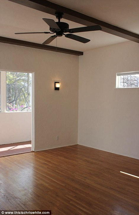 4EB788F100000578-6012295-Living_space_in_the_renovated_house-a-2_1533578557196.jpg