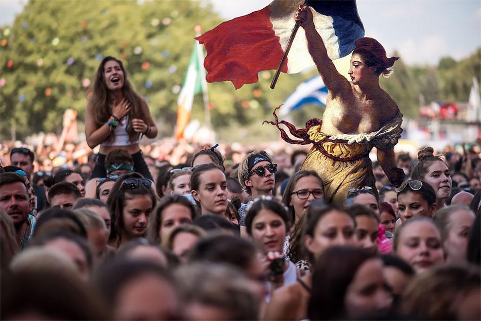 Что, если люди из классической живописи посетят музыкальный фестиваль