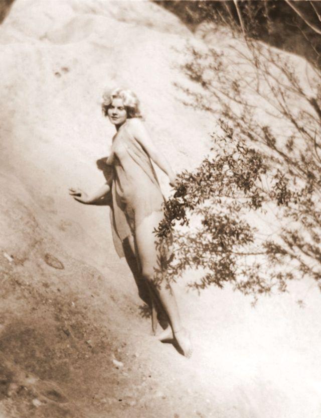 Jean Harlow Taken by Edwin Bower Hesser, 1929 (3).jpg