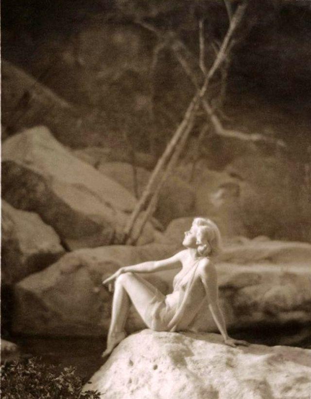 Jean Harlow Taken by Edwin Bower Hesser, 1929 (6).jpg