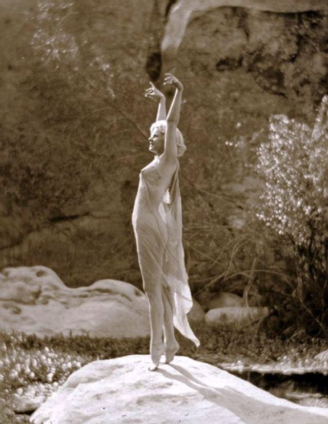 Jean Harlow Taken by Edwin Bower Hesser, 1929 (11).jpg