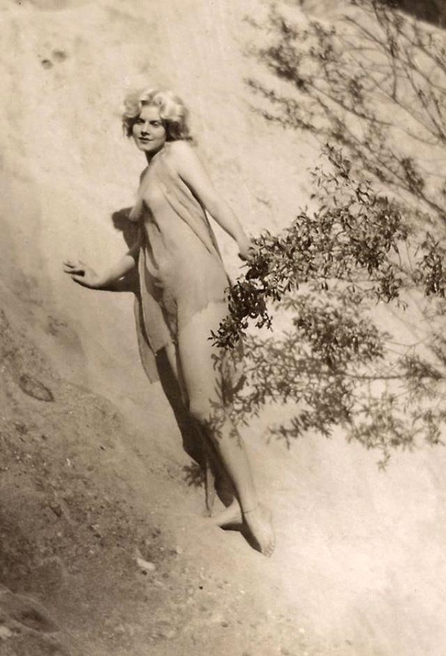 Jean Harlow Taken by Edwin Bower Hesser, 1929 (19).jpg