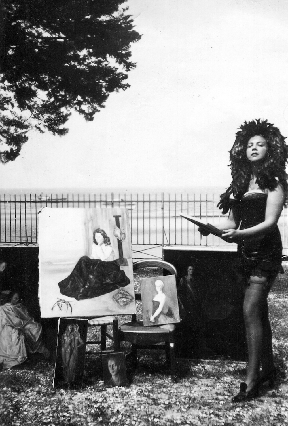 leonor-fini_arcachon_1940_anonymous_courtesy_of_leonor_fini_estate.jpg