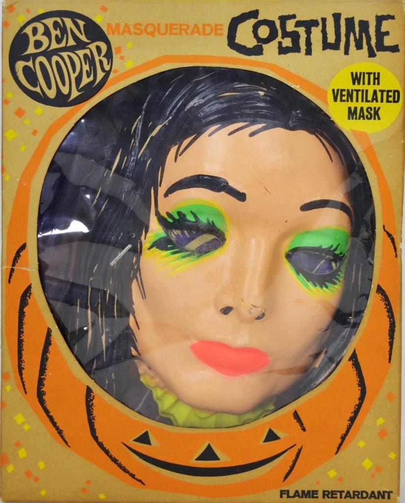 halloween-costume-3-825x1024.jpg