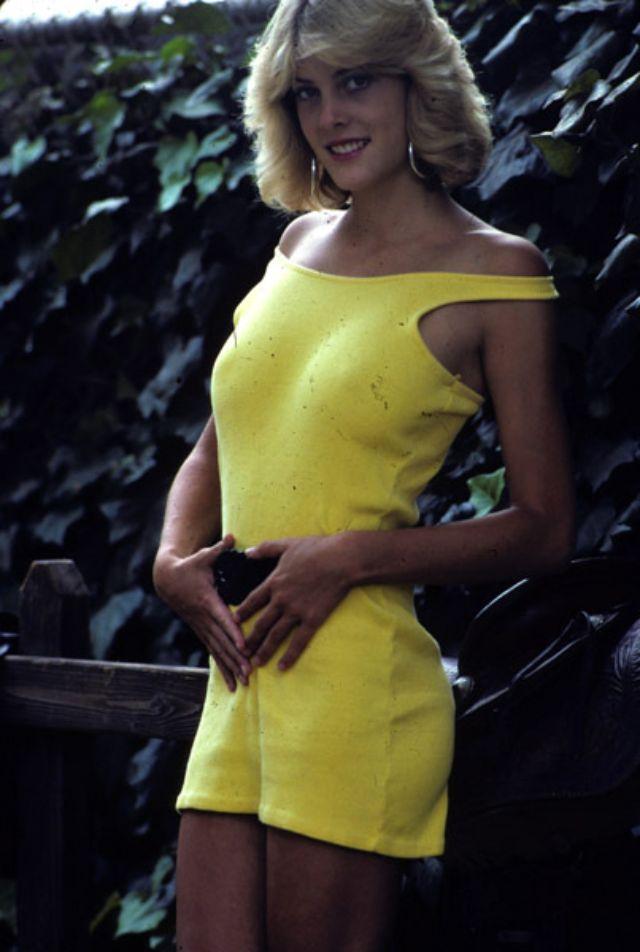 1990s Young Women's Fashion (39).jpg